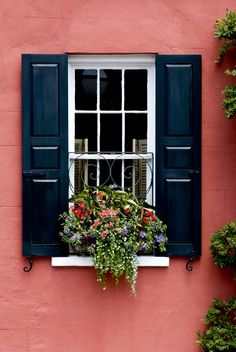 Historic Charleston, SC via Kiawah Island Real Estate photographer Patrick… Beautiful Architecture, Interior Architecture, Real Estate Photographer, Sell Your House Fast, Window Boxes, Flower Boxes, Box Design, Real Estate Marketing, Windows And Doors