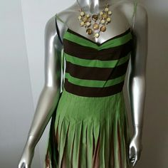 """Stunning BCBG MAX AZRIA Cotton Pleated Dress Sz 4 Gorgeous!  Great condition- maybe worn a couple of times   Lined  Beautifully designed with contrasting top and bottom   Pleated full skirt   Detailed with suplice belt   Adjustable shoulder straps  Perfect for the office with cream sweater   Fabrication- 100% Cotton  Measurements- missing size label  Chest=32""""Empire Waist =26"""" Lenght =30""""(underarms to hem) BCBGMaxAzria Dresses Midi"""