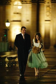 """All Hail the Queen of Tulle, her majesty, Sarah Jessica Parker! As Carrie Bradshaw in """"Sex and the City"""", she re-invented ho. Sarah Jessica Parker, Carrie And Mr Big, Looks Casual Chic, Tutu, Paris Girl, Paris Paris, Paris Chic, Paris France, Looks Black"""