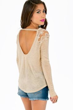 Love the lace detailed shoulders!