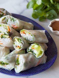 .tacos de camarones,aguacates zanahoria,en tortillas de arroz para rollos