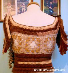 Manichino da esposizione con abito autunnale all'uncinetto - parte sopra - Freeform Crochet - In lavorazione la parte sotto www.nonsolofiori.com