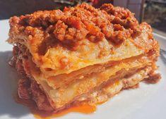 """Vincisgrassi: da dove deriva il nome Vincisgrassi, così a Macerata chiamano le lasagne. Lo strano nome deriva da quello (italianizzato) di un generale austriaco che, dopo un soggiorno nelle Marche, divenne un tale estimatore della cucina di questa regione, che non volle più rinunciarvi e costrinse il suo cuoco ad """"adottarla"""".... Ethnic Recipes, Food, Lasagna, Essen, Meals, Yemek, Eten"""