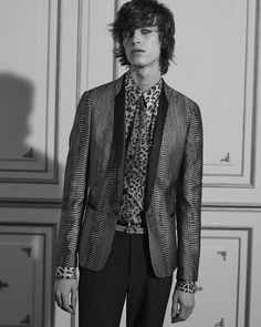 Roberto Cavalli Spring 2016 Menswear Fashion Show Collection: See the complete Roberto Cavalli Spring 2016 Menswear collection. Look 23 Fashion Show Collection, Summer Collection, Roberto Cavalli, Fashion Wear, Mens Fashion, Collections Catalog, Print Jacket, Spring Summer 2016, Menswear