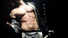 Jared Leto. Love Lust Faith Tour. tumblr_nnwrqsTJXR1rp7vazo1_500.gif (500×281)