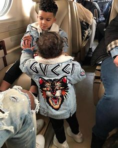 Tommy or Gucci? Stylish Kids Fashion, Little Kid Fashion, Baby Boy Fashion, Men's Fashion, Chemise Fashion, Mode Streetwear, Streetwear Fashion, Streetwear Clothing, Baby Boy Outfits