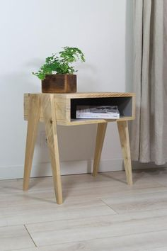 Pallet Furniture, Furniture Plans, Bedroom Furniture, Pallet Walls, Pallet Tv, Furniture Makeover, Small Wood Projects, Wood Nightstand, Night Table