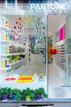 The Pantone Concept Store is the first of its kind; the store is an initiative of italian designer and longtime pantone collaborator Lucca Trazzi and marketing consultant Sara Giglioli. Design Shop, Store Design, Web Design, Merchandising Displays, Store Displays, Pop Up Stores, Pantone Universe, Retail Windows, Retail Interior
