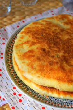 Galette stuffed with tuna and vegetables Moroccan Bread, Seafood Recipes, Snack Recipes, Ramadan Recipes, Tasty, Yummy Food, Exotic Food, Sandwiches, Protein Snacks