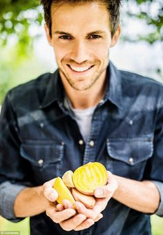 Diet Coke hunk Andrew Cooper launches a new cookbook called Juiceman Andrew Cooper, Green Bowl, Cold Pressed Juice, New Cookbooks, Diet Coke, Healthy Juices, Fruit And Veg, How To Increase Energy, Smoothie Recipes