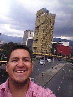 Postal con uno de los edificios que me crucé por Bogotá, hay muchos más grandes y bonitos / #viajes #travel #viajesmuseo #traveller #travelling #vacation #placestovisit #trips