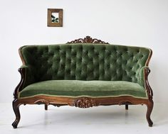 Evergreen Victorian Settee. Gorgeous. Love this settee. I need to building my photography props. :)