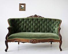New Victorian Furniture Vintage Settees Ideas Victorian Couch, Antique Couch, Vintage Settee, Victorian Furniture, Victorian Decor, Vintage Furniture, Cool Furniture, Furniture Design, Teak Furniture