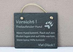 """Schiefer Schild """"Vorsicht freilaufender Hund""""  Schiefer Schild """"Vorsicht freilaufender Hund"""" Schiefertafel Wandbild Türschild  Exklusives Schild bzw. Türschild aus Natur- Schiefer mit dem Spruch..."""