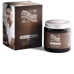 The man's pomadeApothecary87 Maple is a water-based pomade which makes it easy to wash out just with simple water. It offers a nice high sheen and firm hold all day long with a maple scent.