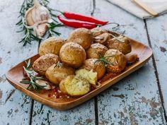 feuille de laurier, pomme de terre, huile d'olive, ail, gros sel