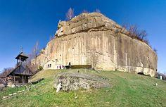 Mănăstirea unde se trăiește taina începuturilor Turism Romania, The Beautiful Country, Wonderful Places, Mount Rushmore, Tourism, Places To Visit, Europe, Mountains, Landscape