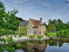 This beautiful house, located in the outskirts of Antwerp, was built in the late 90's by the famous Belgian architect Raymond Rombouts and is now for sale. It is centered on a domain of approximately 10 Ha and optional 60 Ha including a hunting lodge. The choice of materials and the