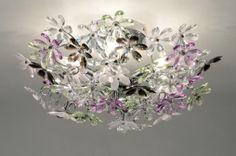plafondlamp 88236: Flower Power! Dit kleurrijke sieraad voor aan het plafond, schittert als de bedauwde bloesem in de lentezon!  De lamp is in chroom, met acrylglazen bloemen in 5 verschillende kleuren: helder, paars, groen, ondoorzichtig wit, en zwart.   Extra heldere bloemen zijn meegeleverd, waardoor het ook mogelijk is deze lamp volledig zonder kleur te monteren (zie extra foto's). Dit brengt weer een compleet andere sfeer in de kamer!