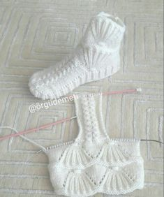 Wool Cable Slippers - Free Knitting Pattern - Tricot et crochet - Water Knitting Patterns Free, Knit Patterns, Free Knitting, Baby Knitting, Sewing Patterns, Knitted Slippers, Crochet Slippers, Knit Crochet, Diy Crafts Knitting