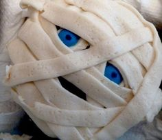 Mummy Cupcakes - great idea using M's as the eyes.  May do this for Carston's class!