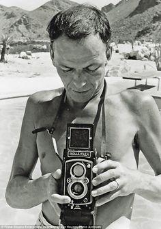 Rare photos of Frank Sinatra Celebrity Photographers, Famous Photographers, Classic Camera, Photography Camera, Photography Tips, Portraits, Vintage Music, Vintage Cameras, Rare Photos