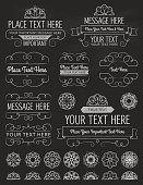 Chalkboard molduras Vintage, emblemas e elementos