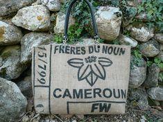 Sac cabas en toile de jute de sac a café // sac toile de jute et wax // sac cabas XL // sac de voyage // sac du Cameroun