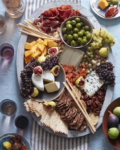 How To: The Ultimate Cheese Plate. Perhaps one of my favorite things to make! But these arent just any cheese plates they are centerpieces conversation starters art forms! Food Platters, Cheese Platters, New Years Eve Menu, New Years Eve Party Ideas Food, New Year Menu, Wine Recipes, Cooking Recipes, Antipasto, Charcuterie Plate