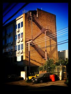 460 - Escada de incêndio #umafotopordia #picoftheday #brasil #brazil #n8 #snapseed #pixlromatic+