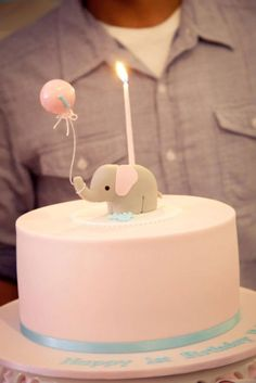 @Gabby Meriles Meriles Grady. Gabby...I'm gonna need you to suggest this for little Ella's birthday. Even if you don't like it. Even if SB won't like it. (Hopefully you both do.) I love this elephant cake.
