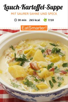Lauch-Kartoffel-Suppe mit saurer Sahne und Speck Leek and potato soup with sour cream and bacon – Heart-warming soup for special occasions Lunch Recipes, Soup Recipes, Dinner Recipes, Potato Recipes, Potato Leek Soup, Pea Soup, Potato Diet, Healthy Snacks, Healthy Recipes