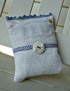 Sweet little 3 1/2 x 4 1/2 lavendar sachet by SweetAnniesVintage, $6.00