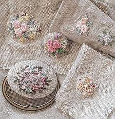 그저  흘러 가버리는 시간이 아깝다고 평범한 일요일 오후에 뜬금없이!! 시우가  말했다. 그 시간을 잡아두기 위해 일기를 쓰기 시작했다고 저녁에 보여줬다. (사실 보여 달라고 졸랐지만.) 나는 잘했다고 답해줬다. #embroidery #프랑스자수 #time Bullion Embroidery, Hand Embroidery Stitches, Silk Ribbon Embroidery, Embroidery Techniques, Beaded Embroidery, Cross Stitch Embroidery, Embroidery Designs, Embroidery Supplies, Art Textile