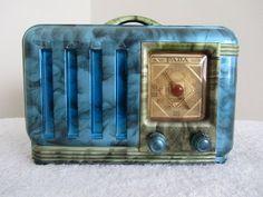VINTAGE 1940s FADA ART DECO OLD BAKELITE RADIO: