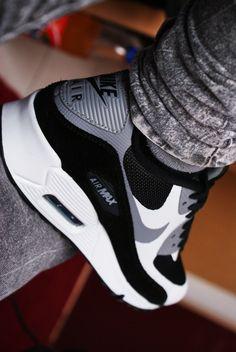 NEED: Air Max 90 Black & White