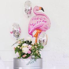 ой ну что мы только на #мастерклассАленыНосковой не делали: моделей РАЗдевали, тортики лопали, с фламинго целовались...ну в общем как это всегда и бывает рядом с @alenanoskova - радовались жизни!))) #большиешары #большиешарыспб #шарики #красивыешары #диза