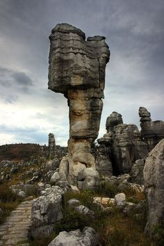 Stone Forest, China 28 Photos From Most Unusual Landscapes Around The World What A Wonderful World, Beautiful World, Beautiful Places, Amazing Places, Lonely Planet, Wanderlust, Chinese Landscape, China Travel, Belleza Natural