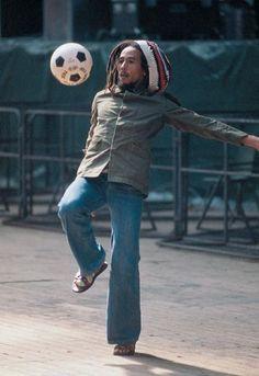Bob Marley, O homem do Reggae que amava o futebol.