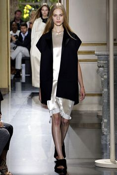 See the complete Céline Spring 2013 Ready-to-Wear collection.