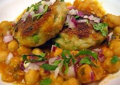 The Aaloo Tikki (potato cutlets) and Chhole (spiced chickpeas) is the famous North Indian Snack.