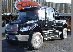 Freightliner Medium Duty Trucks, Heavy Duty Trucks, Huge Truck, Muscle Truck, Classic Tractor, Show Trucks, Horse Trailers, Custom Trucks, Old Trucks