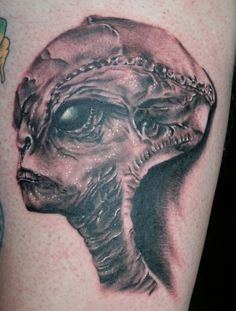 Portrait Tattoo Design Ideas for Men/Women Head Tattoos, Sleeve Tattoos, Cool Tattoos, Grey Alien, Alien Tattoo, Worlds Best Tattoos, Header Pictures, Twitter Image, Cover Pics