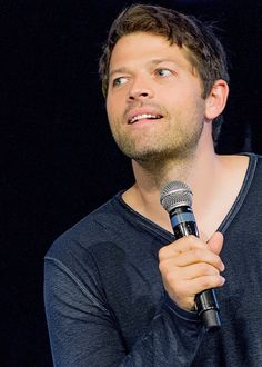 Is... Is that Jensen's shadow on Misha's shoulder?
