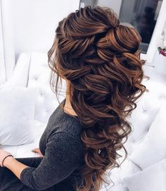 half up half down wedding hairstyle #weddinghairstyles #bridalhairstyle #bridalupdos #weddinghairstyle