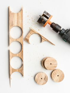 Wooden Pallet Projects, Woodworking Projects Diy, Wooden Pallets, Diy Projects, Diy Cadeau Noel, Iphone Wallpaper Video, Wood Toys, Diy Toys, Store Design