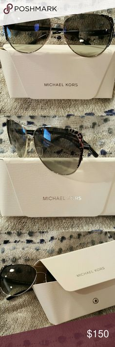 AUTHENTIC NWT MICHAEL KORS PILOT SUNGLASSES AUTHENTIC NWT MICHAEL KORS PILOT SUNGLASSES ??? Go wild! A bold, gorgeous leopard print frames gives an exotic twist to the famous pilot sunglasses! Comes with hard case and cleaning cloth! Michael Kors Accessories Sunglasses
