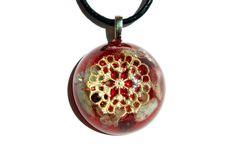 Mira este artículo en mi tienda de Etsy: https://www.etsy.com/es/listing/233407519/colgante-orgonita-de-granates-y-piedra