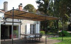 Portico in ferro, per un arredamento esterno originale e chic - Il portico in ferro ti permetterà di godere degli spazi aperti con stile, senza rinunciare a comfort e funzionalità. Ecco allora tante idee per un arredamento esterno originale e chic.