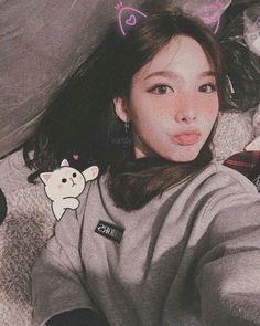 ✿*· pinterest ⇢ kimmiecla Kpop Girl Groups, Korean Girl Groups, Kpop Girls, Nayeon Twice, Im Nayeon, Seolhyun, Girl Bands, Cute Icons, Tzuyu Twice